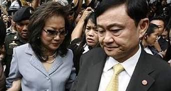 Екс-прем'єр Таїланду поки не збирається повертатись на батьківщину