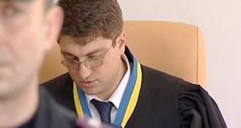 Міліція вигнала галасливого депутата із зали засідання