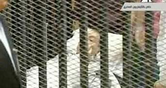 Хосни Мубарака принесли в суд на носилках