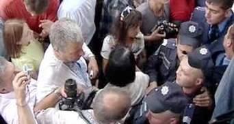 """Міліція взяла двох учасників """"незалежної"""" ходи"""