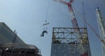 Реактор Фукусимы-1 накрывают защитным куполом