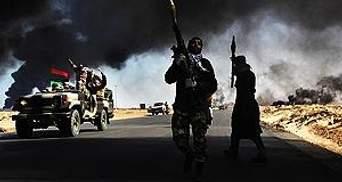 У Лівії тривають сутички між прихильниками Каддафі і повстанцями