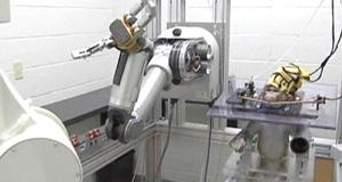 За допомогою електронного чіпу, вмонтованому в мозок, паралізовані зможуть рухатися