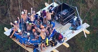 Швейцарці скупались в джакузі, підвішаному на висоті 150 метрів