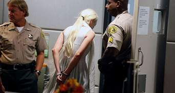 Скандальную актрису арестовали в суде, но отпустили под залог