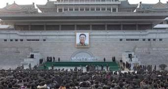 Попрощаться с Ким Чен Иром собралось 100 тысяч человек