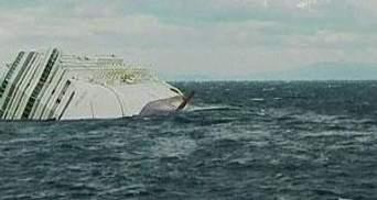 Через погану погоду з Costa Concordia почало витікати пальне