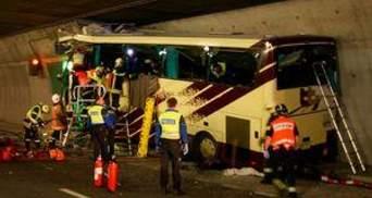 Водій автобуса у Швейцарії був тверезим, але міг відволіктися на DVD