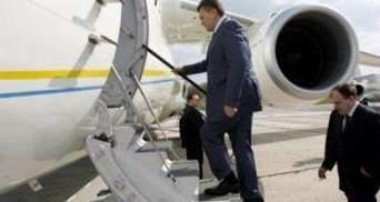 Янукович с рабочим визитом улетел в Сеул