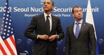 Обама  забув про мікрофон і наговорив Медведєву зайвого