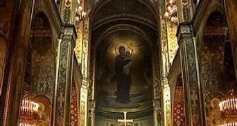 В день Благовіщення Пресвятої Богородиці у храмах святкові літургії