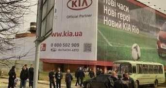 Обвалений львівський готель приховали від Президента банером