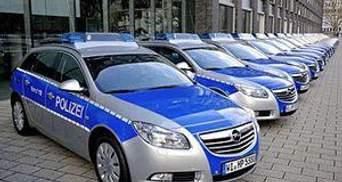 Немецкие полицейские не поместились в новые авто