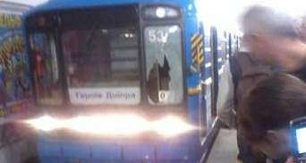 В Киеве под поезд метро бросился 40-летний мужчина