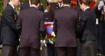 Саркозі та Олланд поклали вінок до могили невідомого солдата