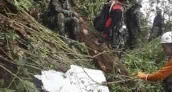 Рятувальники знайшли тіла пілотів на місці катастрофи російського літака
