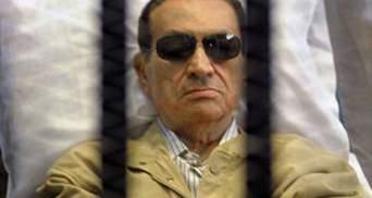 В больницу к Мубараку срочно вызвали его сына и врачей