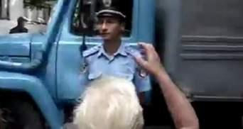 """Насильников Оксаны Макар привезли в суд под крики """"Смерть зверям!"""""""