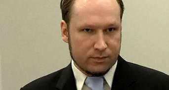 Прокурори просять відправити Брейвіка на примусове лікування