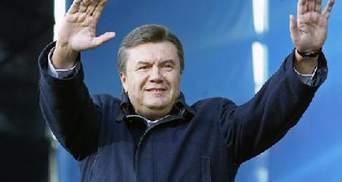 У Львові опозиціонери вітають Януковича слуховим апаратом, локшиною та Конституцією