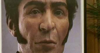 Точный портрет национального героя Венесуэлы показали Уго Чавесу