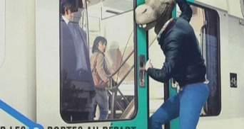 Парижское метро запустило кампанию против невежливости