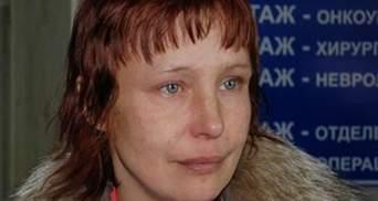 Мать Оксаны Макар пришла на суд с синяками