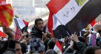 Понад 220 осіб постраждали в заворушеннях біля будівлі посольства США в Каїрі