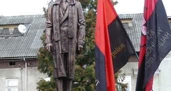 На Львовщине открыли памятник Степану Бандере
