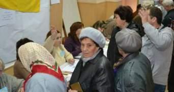 """На Донеччині спостерігач від """"Батьківщини"""" намагався зірвати голосування"""