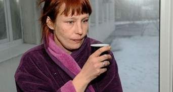 Мать Оксаны Макар мечтает об унитазе, как у Януковича