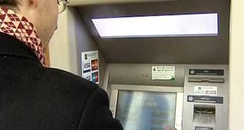 Українцям банківські картки потрібні лише для знімання коштів в банкоматах