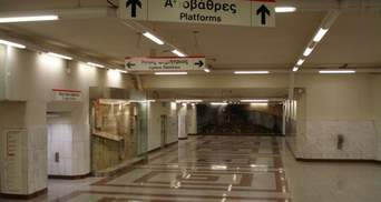 В Афинах работники метро объявили новогодний протест