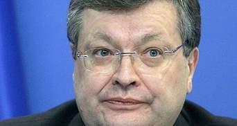 Азаров поручил Грищенко контролировать экстренную медицину