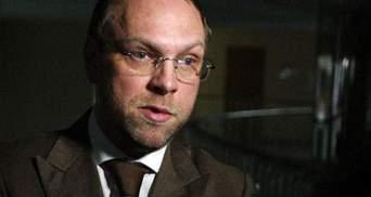 Власенко уверен, что против судьи, не пустившей его за границу, дело не возбудят