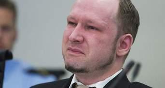 Андрес Брейвік знову скаржиться на катування у в'язниці