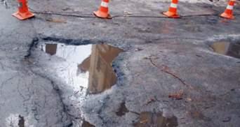 Міністр інфраструктури: Дороги не ремонтують через погану погоду