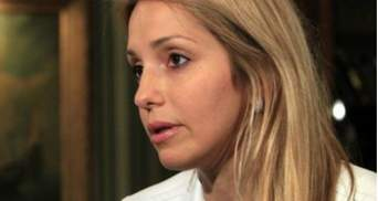 Евгения Тимошенко говорит, что ее мать должна продолжить лечение в стационаре