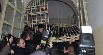 """Суд заборонив """"Свободі"""" проводити акції під стінами Гостиного двору"""