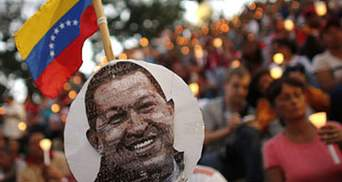 Чтобы проститься с Чавесом люди стоят 8-9 часов в очереди