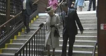 Елизавета II спустилась в лондонскую подземку