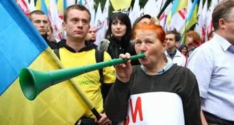 Опрос: Меньше трети украинцев хотят предоставления русскому языку статуса государственного