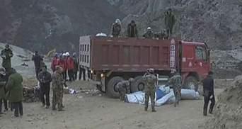 Під завалами в Тибеті знайшли одного загиблого