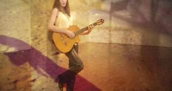 Скандальный альбом Карлы Бруни поступил в продажу