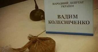 Дівчину, яка кинула фекалії у Колесніченка, доставили в міліцію