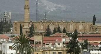 Кипру грозит банкротство или уход из Еврозоны, - Moody's