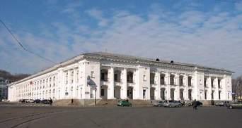 Передачу Гостинного двору на реконструкцію так і не скасовано