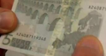 В странах Еврозоны ввели в обращение новую банкноту достоинством 5 евро