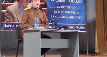 Колесніченко прийшов до журналістів у формі офіцера Червоної армії (Фото)