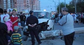 В Івано-Франківську натовп хотів вчинити самосуд над ДАІшниками за смертельну ДТП (Фото)